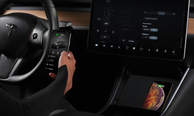 Jeda Wireless Pad Charger for the Tesla Model 3 Adds Cool