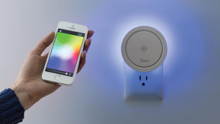 Leeo Smart Alert Nightlight app lets you change colors and brightness