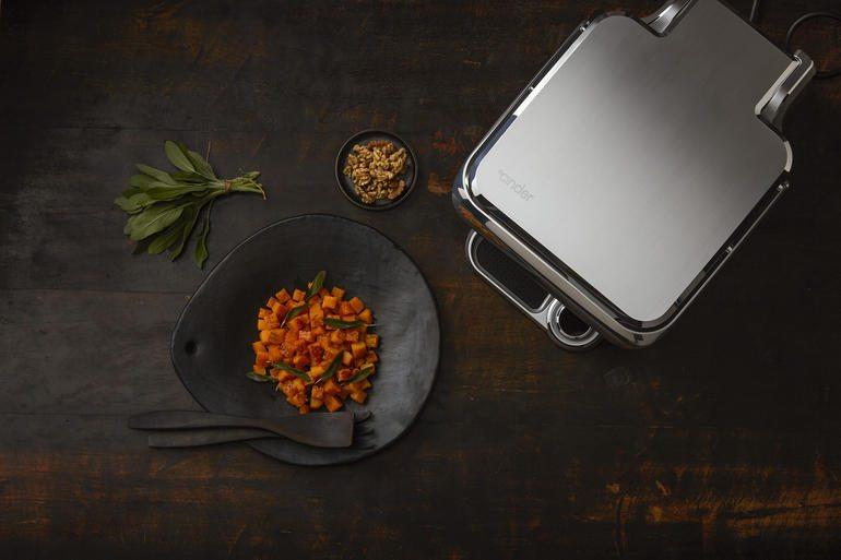 Cinder Sensing Cooker keeps hot up to 550 degrees