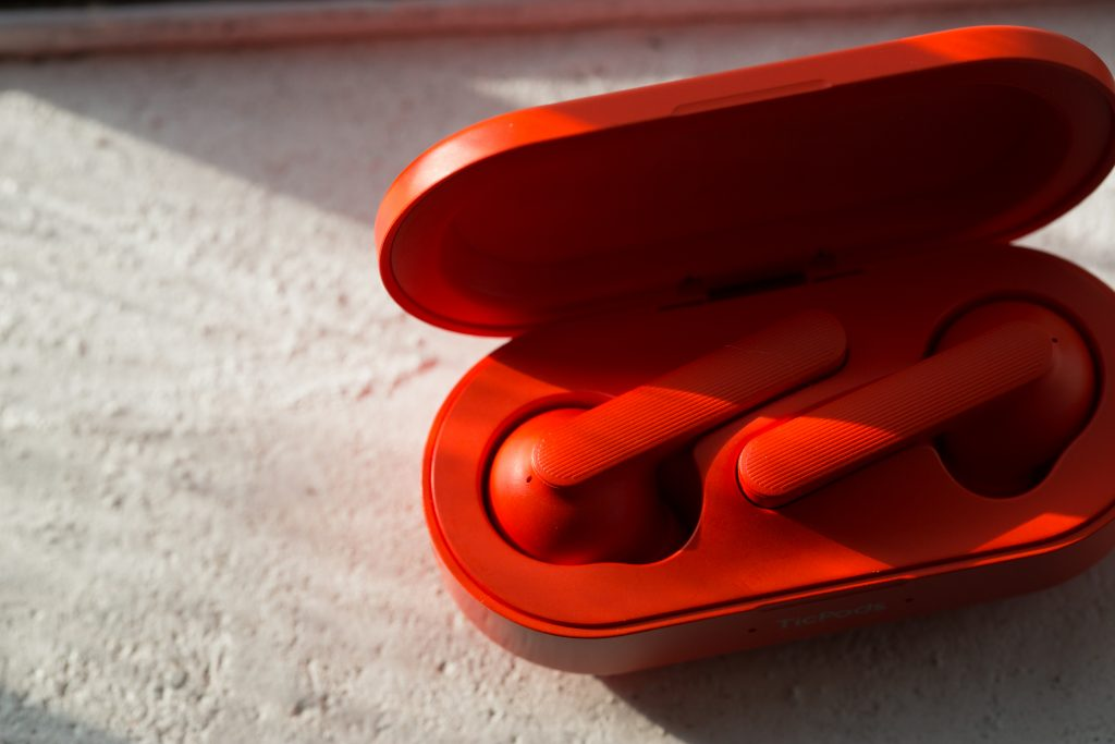 Modvoi Ticpods come with charging case