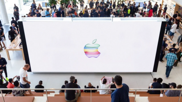 Apple September 10 Event LiveStream Main