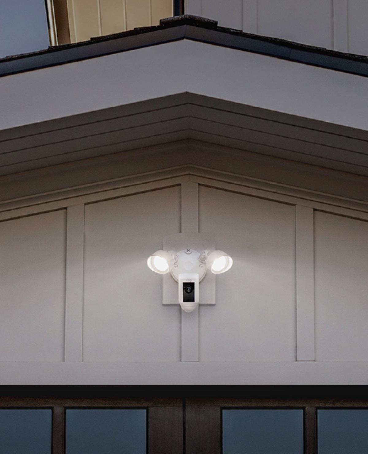 Outdoor Floodlight Cam - Wall-Installation