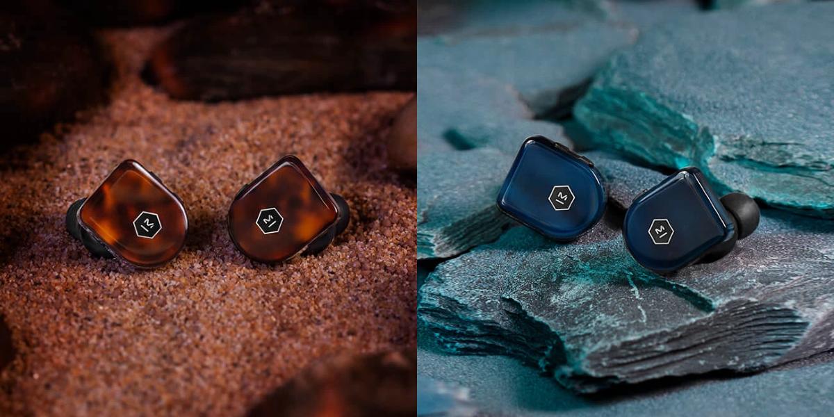 MW07 PLUS Earphones - Tortoiseshell (left) / Steel Blue (right)