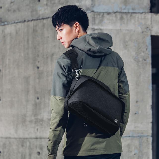 Moshi Tego Sling Pack Messenger Bag