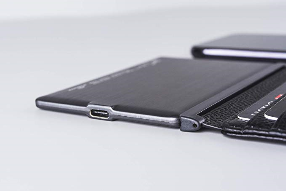 Comes equipped with an ultra-thin 3,000 mAH rechargeable battery