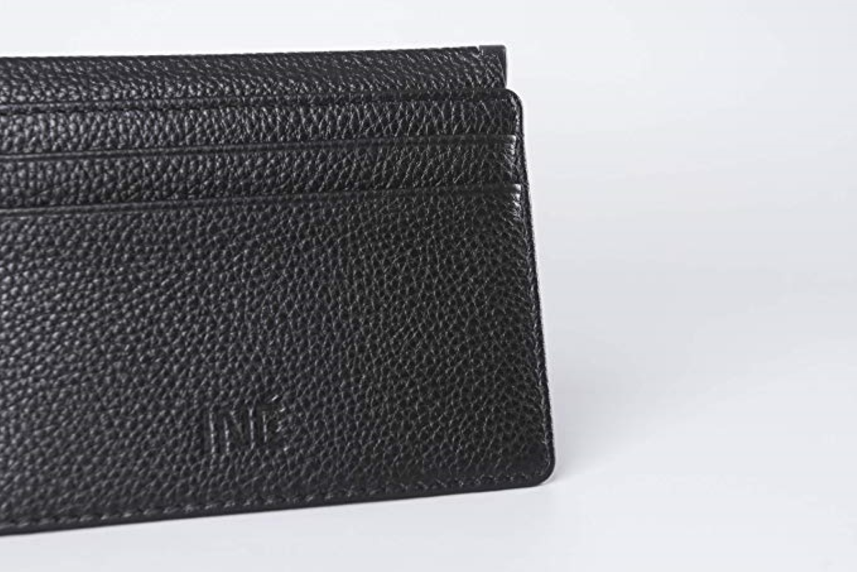 Features a total of 4 credit card slots that offer Full RFID anti ID theft protection