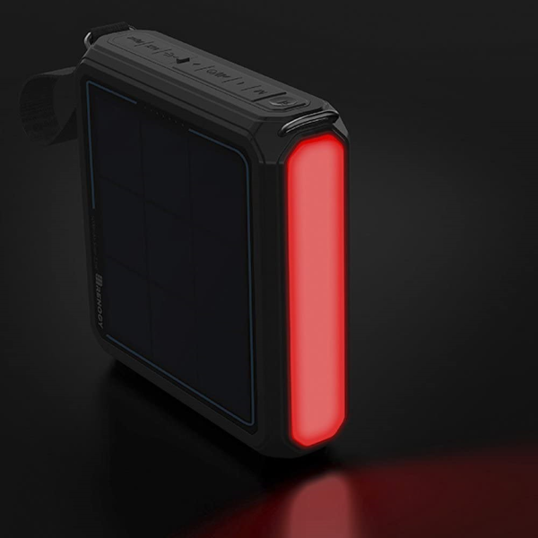 Equipped with a built-in Side Light that can work in SOS Mode