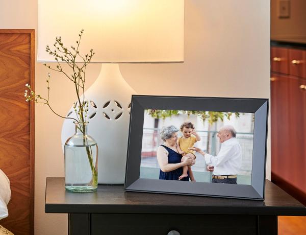 Aura Frames Carver Digital Frame