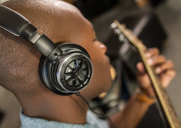 Better Music-Listening Experience by Repositioning your Headphones at Ear Level