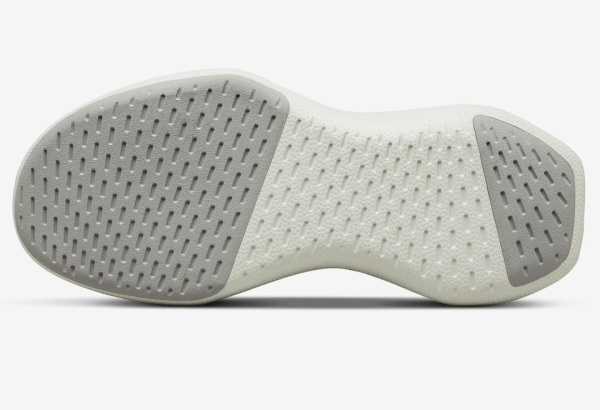 Flared Outsole Responsive Design with natural rubber traction pads